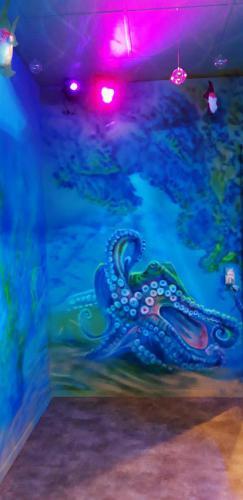 osmiornica octopus, underwater roompodwodny pokój.