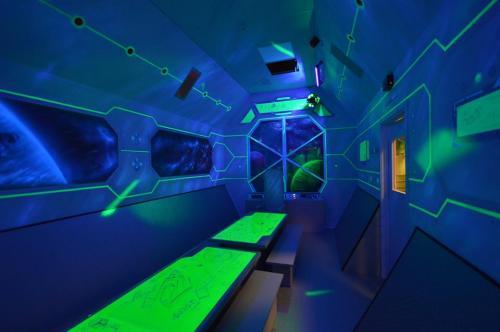 space room, mural w UV